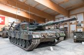 Kampfpanzer_Leopard_2.jpg